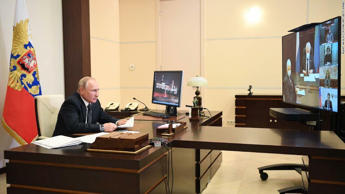 Tổng thống Vladimir Putin họp trực tuyến với các quan chức Dagestan hôm 18/5. Ảnh: AFP