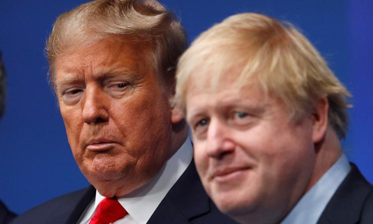 Tổng thống Mỹ Donald Trump (trái) và Thủ tướng Anh Boris Johnson tại hội nghị thượng đỉnh NATO ở Watford, Anh hồi tháng 12/2019. Ảnh: Reuters.