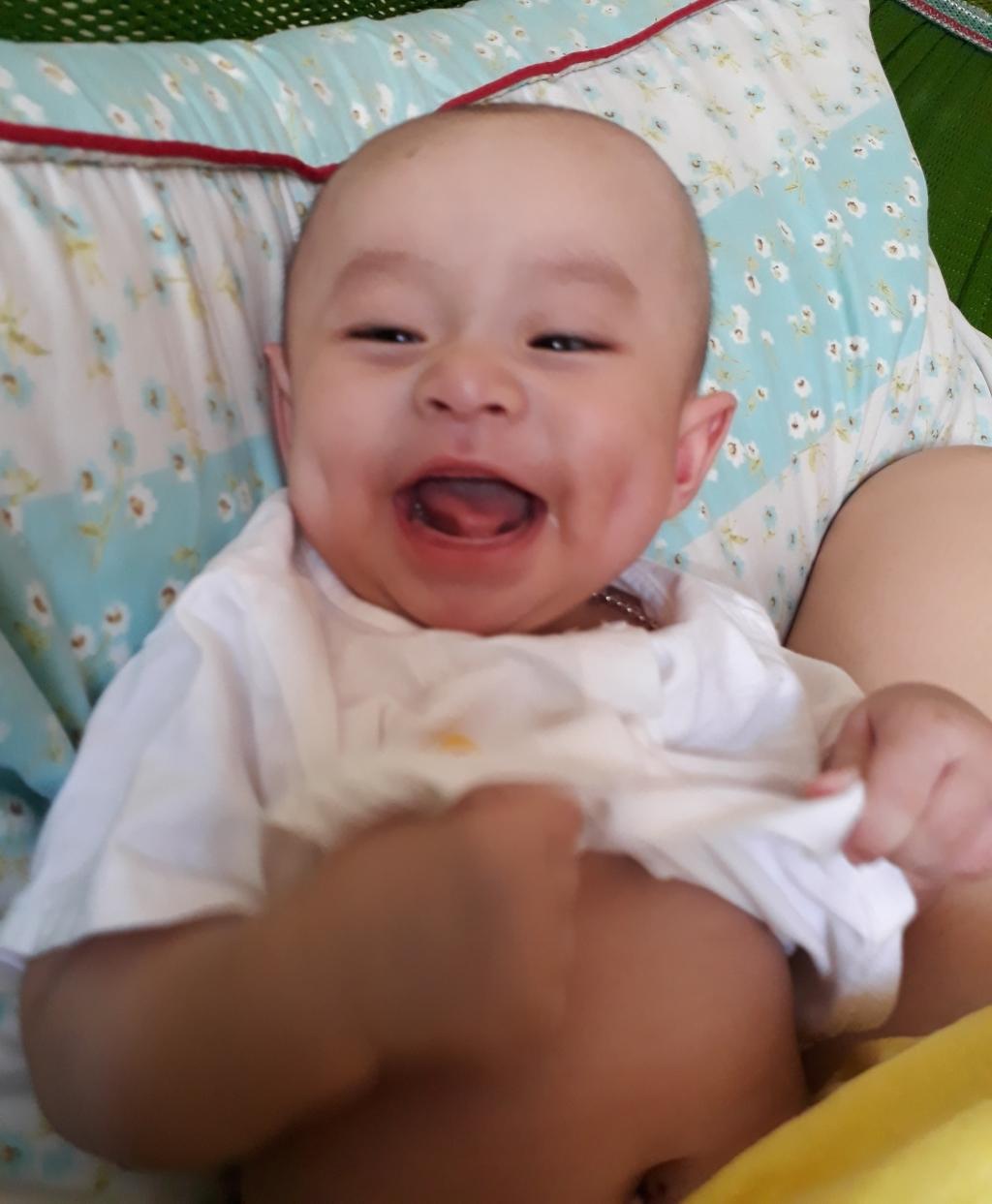 Em bé hay cười - 2