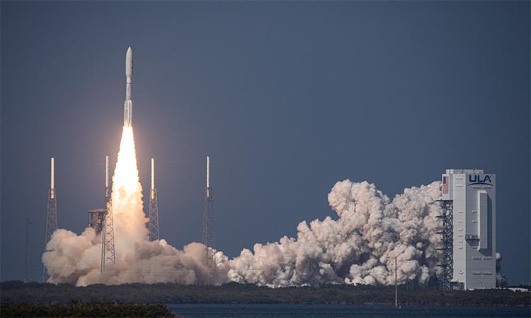 Tên lửa Atlas 5 rời bệ phóng đưa AEHF-6, vệ tinh liên lạc đầu tiên của Lực lượng Không gian Mỹ, lên quỹ đạo từ căn cứ không quân Mũi Canaveral, bang Florida, ngày 26/3. Ảnh: ULA.