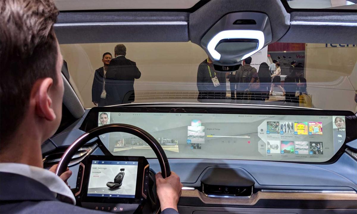 Màn hình cỡ lớn trải dài trên táp-lô của mẫu Byton. Ảnh: Inside EVs