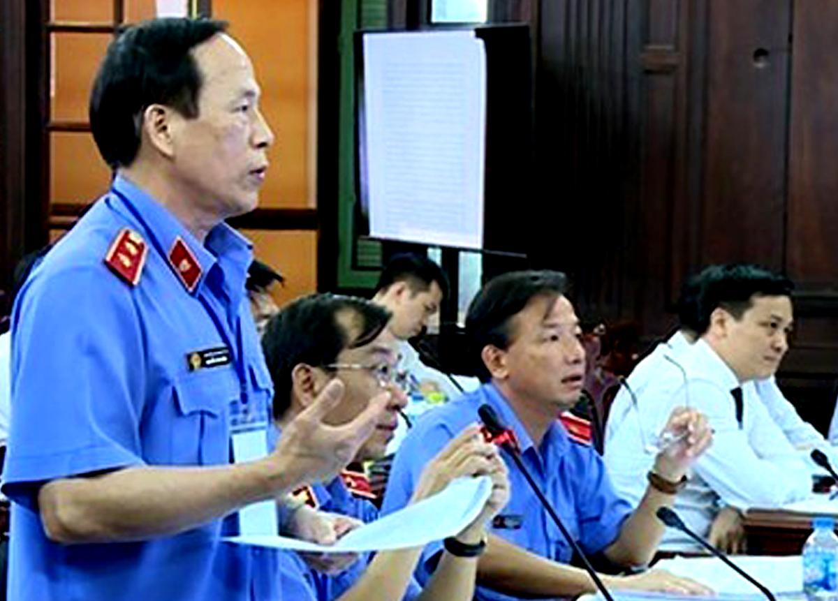 Đại diện VKSND Tối cao phát biểu quan điểm trong phiêng giám đốc thẩm vụ Hồ Duy Hải. Ảnh: Báo Công lý.