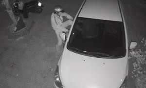 Đập kính ôtô trộm tài sản
