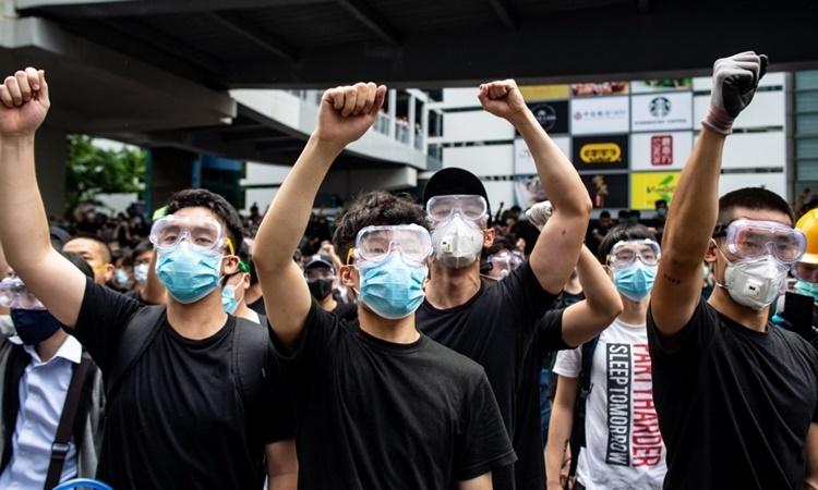 Biểu tình chống dự luật dẫn độ ở Hong Kong hồi tháng 6 năm ngoái. Ảnh: AFP.