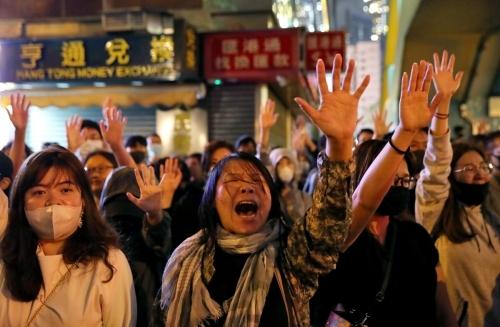 Người biểu tình tập trung bên ngoài Đại học Bách khoa Hong Kong hồi tháng 11/2019. Ảnh: Reuters.