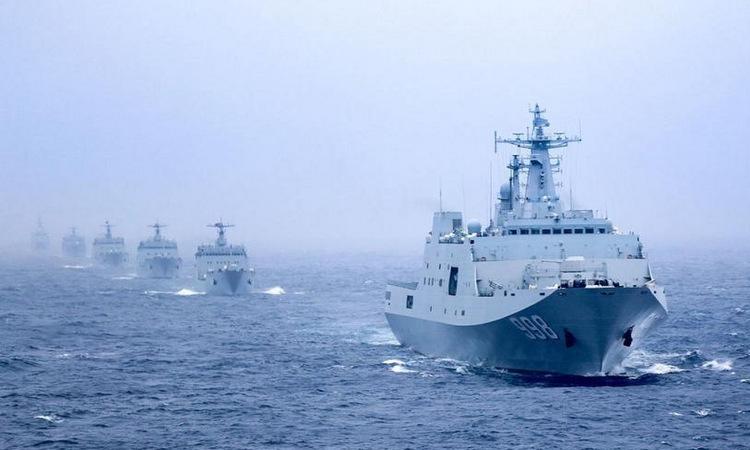 Tàu đổ bộ Trung Quốc diễn tập gần Hải Nam hồi năm 2018. Ảnh: 81.cn.
