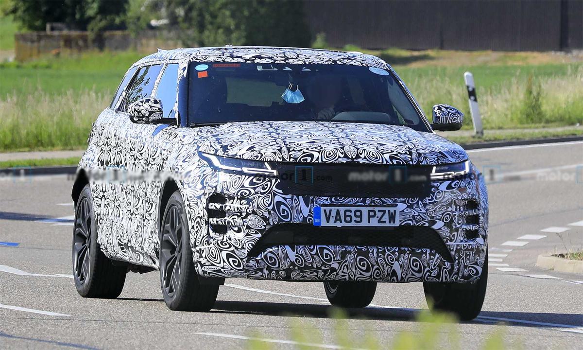 Range Rover Evoque phiên bản mới chạy thử tại Anh. Ảnh: Motor1