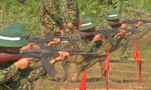 Chiến sĩ quân đội kiểm tra 'ba tiếng nổ'