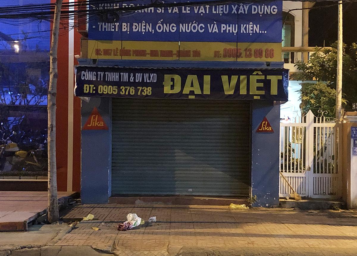 Cửa hàng vật liệu nơi bà Trần Thị Phượng bị đánh gục. Ảnh: Xuân Ngọc.
