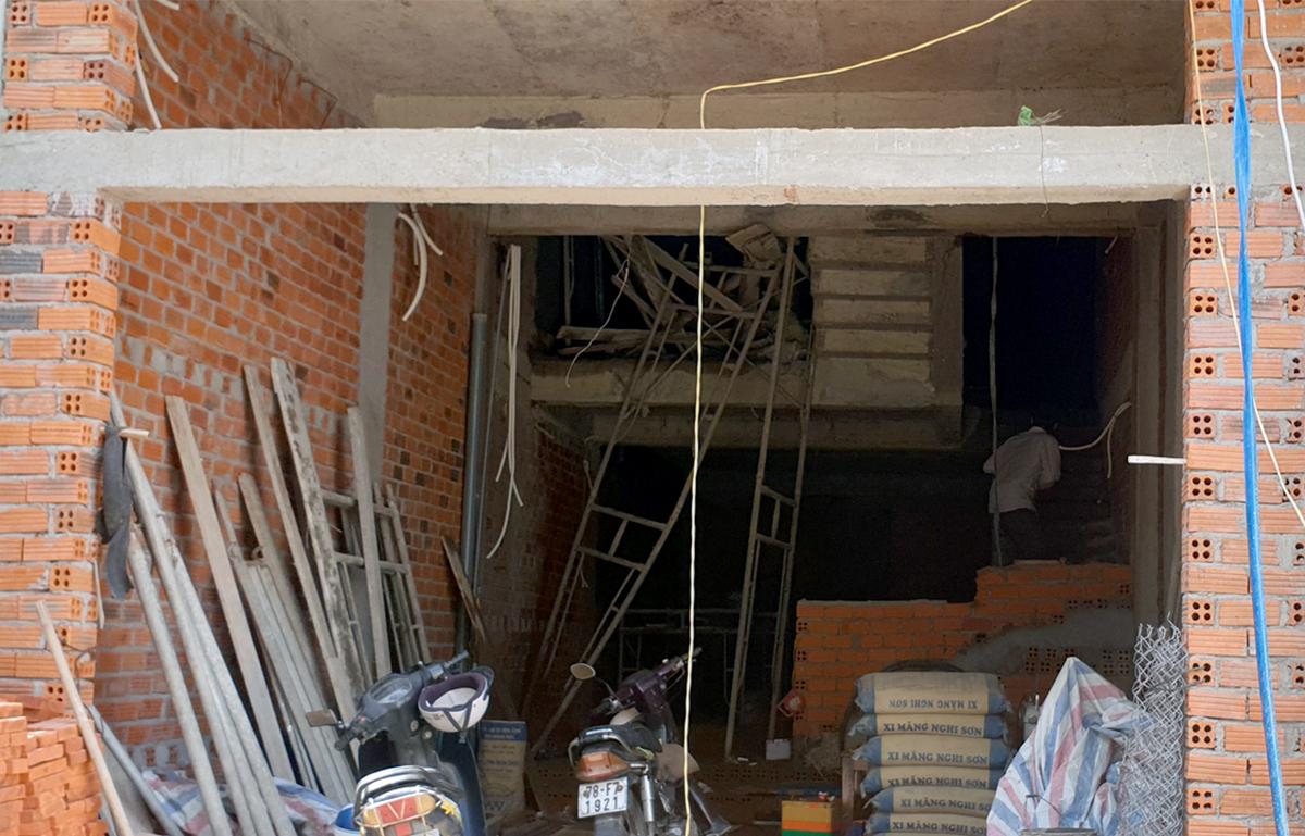 Công trình xây dựng tại TP Tuy Hòa nơi bốn công nhân bị nạn, sáng 22/5. Ảnh: An Phước.