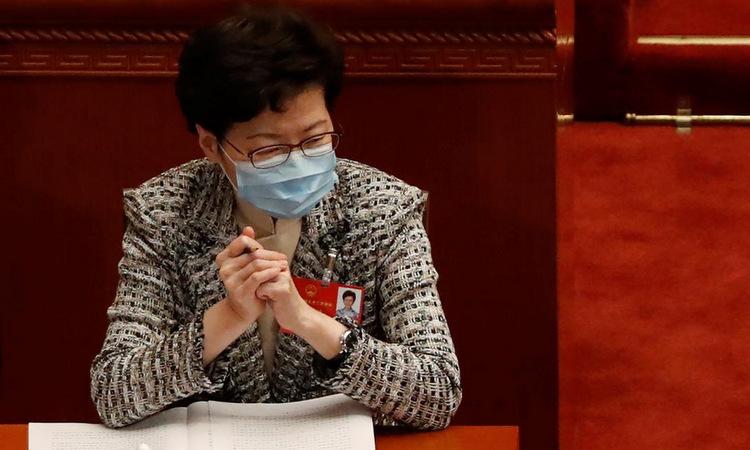 Trưởng đặc khu Lam trong phiên họp quốc hội Trung Quốc sáng 22/5. Ảnh: Reuters.