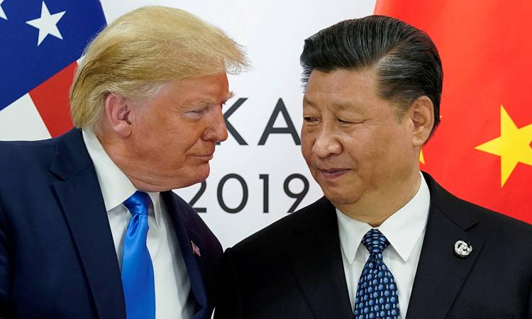 Chủ tịch Tập Cận Bình (phải) và Tổng thống Mỹ Donald Trump tại hội nghị G20 ở Osaka, Nhật Bản, hồi tháng 6/2019. Ảnh: Reuters.