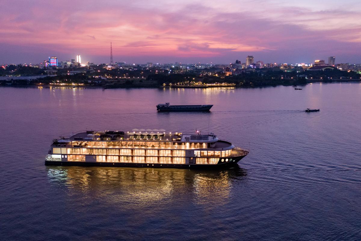 Du thuyền Victoria Mekong sáng rực rỡ về đêm