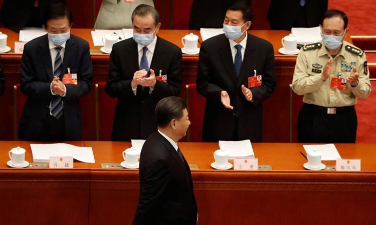 Chủ tịch Tập Cận Bình (hàng đầu tiên) tại phiên khai mạc Hội nghị Hiệp thương Chính trị Nhân dân Trung Quốc diễn ra ở Đại lễ đường Nhân dân, thủ đô Bắc Kinh, ngày 21/5. Ảnh: Reuters.