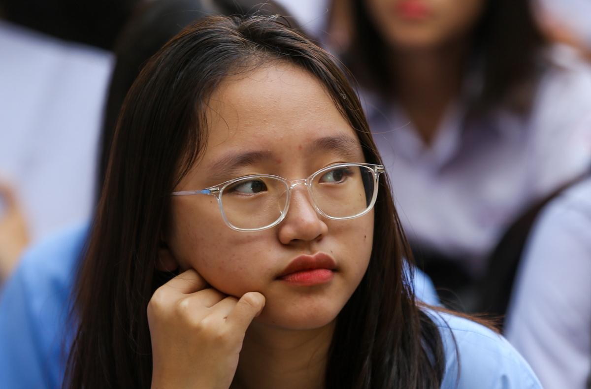 Thí sinh dự thi tuyển sinh lớp 10 THPT tại TP HCM năm học 2019-2020 hồi tháng 6 năm ngoái. Ảnh: Quỳnh Trần.