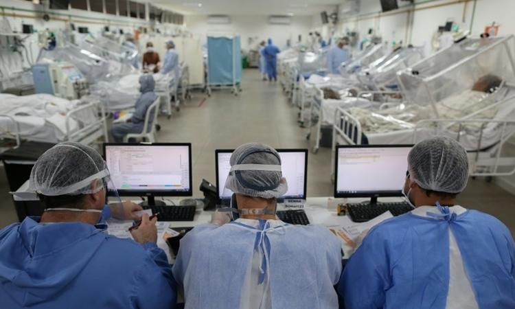 Phòng chăm sóc tích cực bệnh nhân Covid-19 tại bệnh viện ởManaus, Brazil ngày 20/5. Ảnh: Reuters.