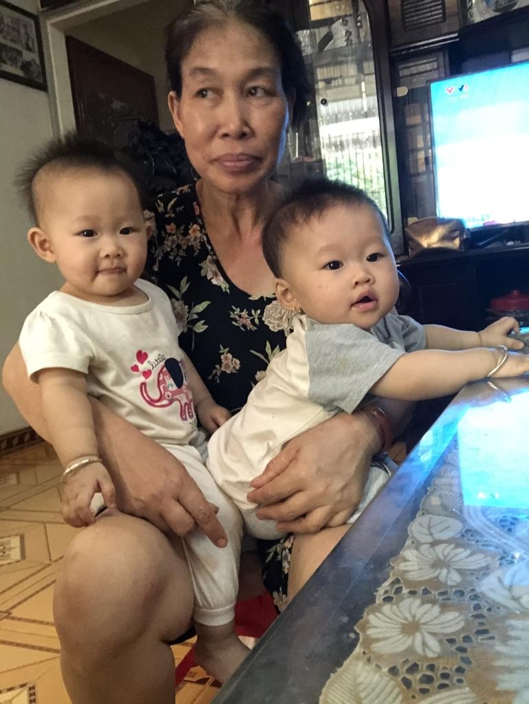 Mẹ yêu hai con