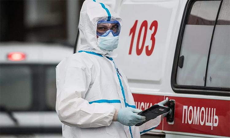 Nhân viên y tế tại trung tâm cách ly người nhiễm nCoV ở Kommunarka, Moskva, Nga, ngày 12/5. Ảnh: RIA Novosti.
