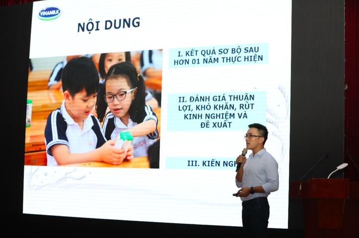 Đại diện Vinamilk trình bày báo cáo tại hội nghị đánh giá triển khai đề án Sữa học đường thành phố Hà Nội.
