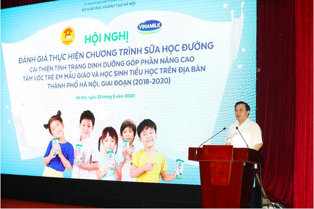Ông Chử Xuân Dũng, Giám đốc Sở Giáo dục và Đào tạo thành phố Hà Nội phát biểu tại Hội nghị.