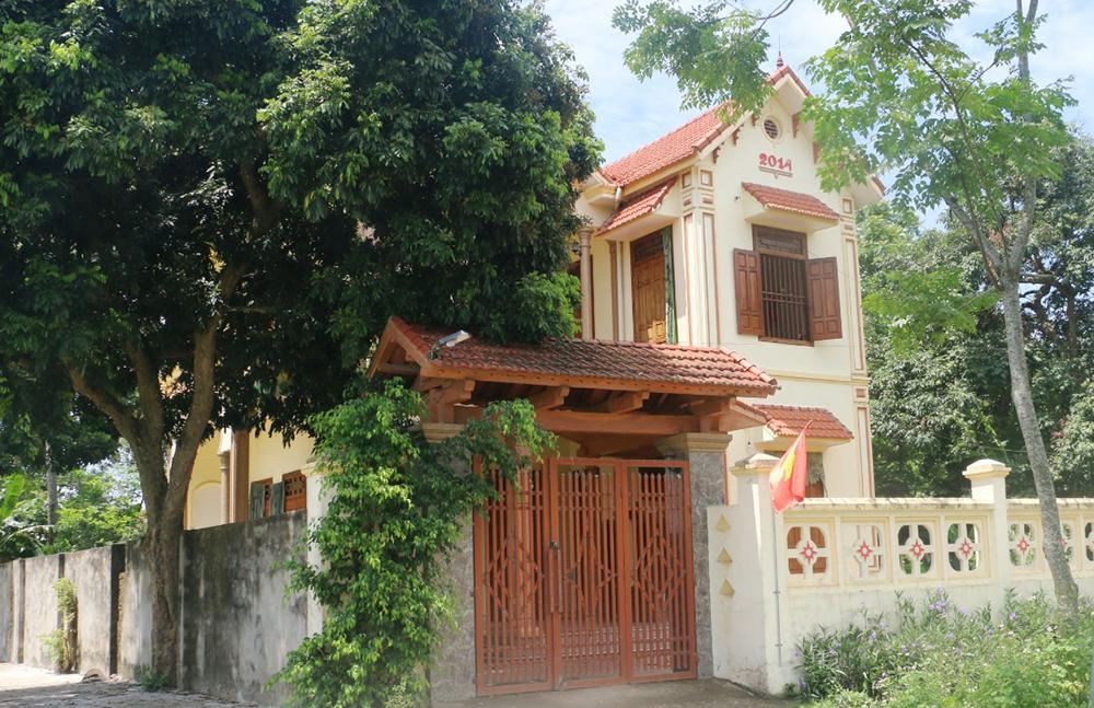 Một gia đình ở thôn Tu Mục 1 kinh tế khá giả nhưng có tên trong danh sách cận nghèo ở xã Yên Thọ do người thân làm cán bộ. Ảnh: Lam Sơn.