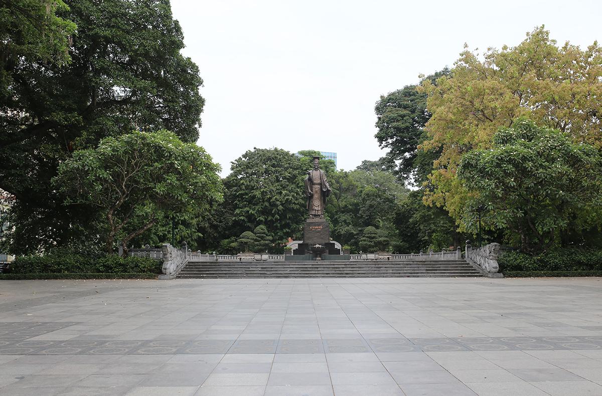 Khu vực tượng đài Lý Thái Tổ. Ảnh: Tất Định