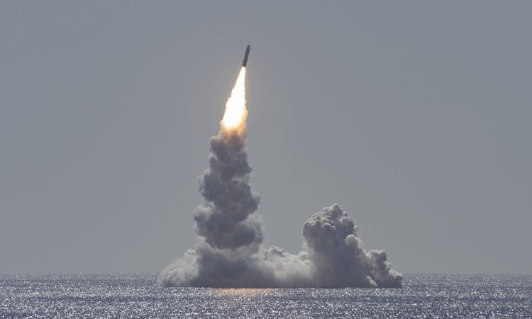 Tên lửa Trident II D5LE phóng từ tàu ngầm USS Maine của Mỹ ngày 12/2. Ảnh:US Navy.