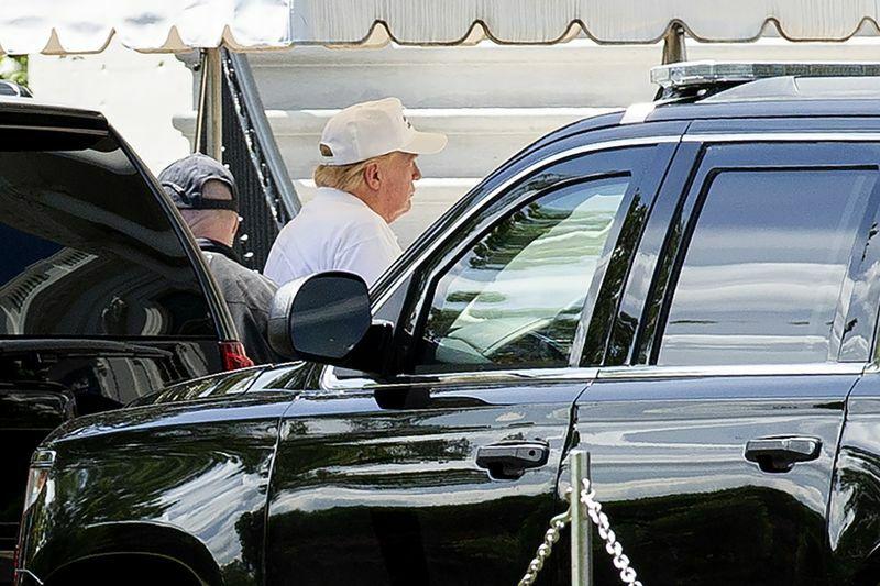 Tổng thống Trump đi đánh golf ở ngoại ô Washington hôm 23/5. Ảnh: Bloomberg