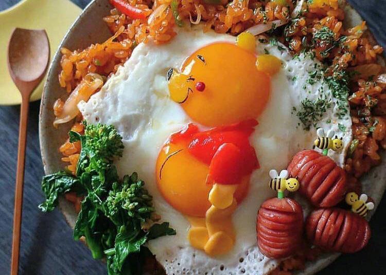 Gấu Pooh được trang trí bằng lòng đỏ trứng, ớt chuông, rong biển và phomai. Ảnh: Etoni Mama.