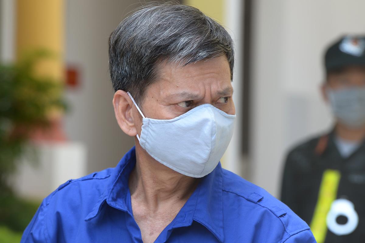 Bị cáo Lò Văn Huynh rời toà trưa 24/5. Ảnh: Phạm Dự.