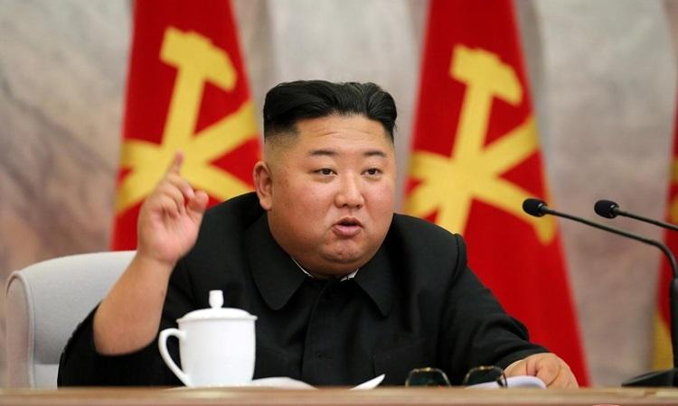 Lãnh đạo Triều Tiên Kim Jong-unphát biểu tại cuộc họp của Quân ủy Trung ương trong bức ảnh được KCNA công bố hôm nay. Ảnh: KCNA.