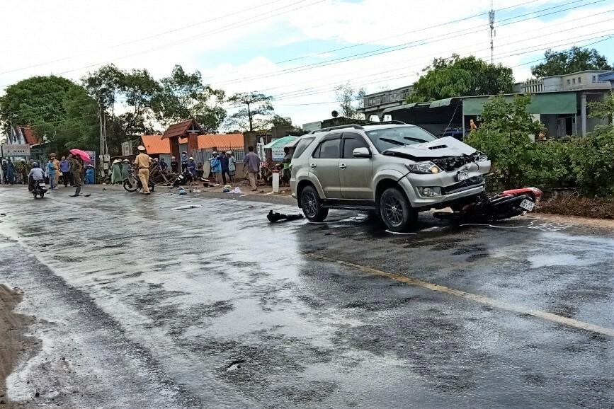 Hiện trường vụ tai nạn trên quốc lộ 55, qua Hàm Tân, sáng 25/5. Ảnh: Việt Quốc.
