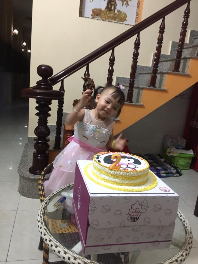 Mẹ tổ chức sinh nhật cho Xuka