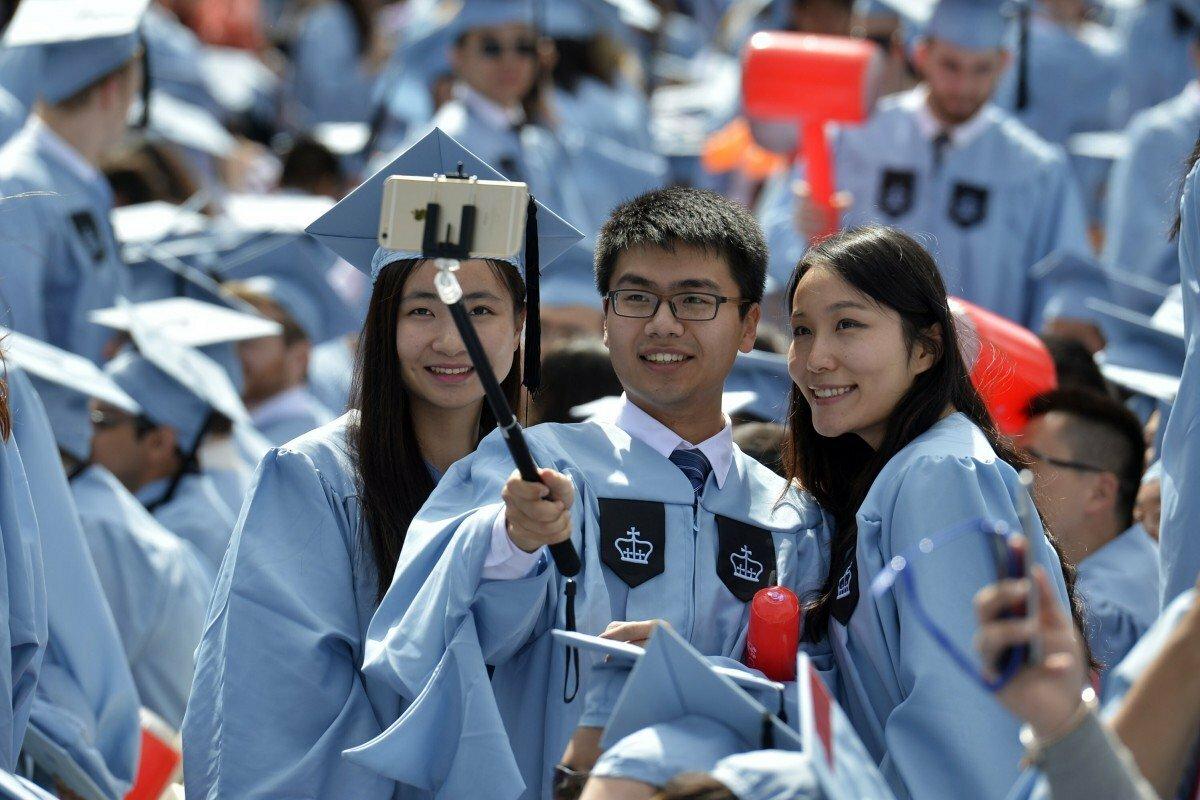 Sinh viên Trung Quốc tốt nghiệp Đại học Columbia, New York, Mỹ. Ảnh: Xinhua