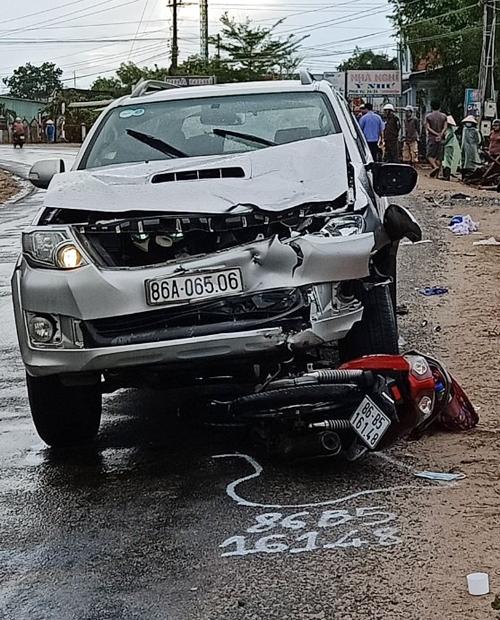 Chiếc xe máy của nạn nhân tử vong bị tông trực diện. Ảnh: Việt Quốc.