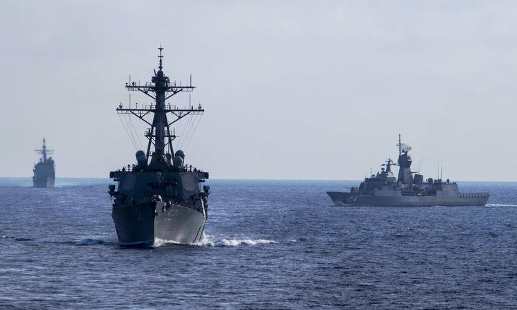 Tàu chiến Mỹ, Australia diễn tập trên Biển Đông hồi cuối tháng 4. Ảnh: US Navy.
