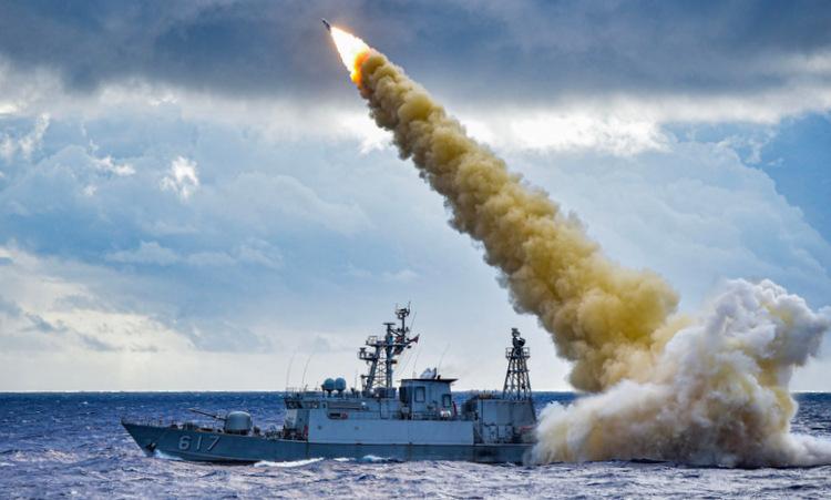 Tàu chiến Đài Loan bắn thử tên lửa Hùng Phong 3 hồi năm 2019. Ảnh: Taiwan News.