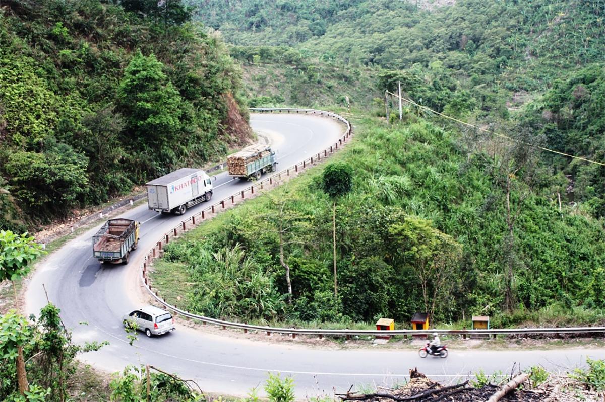 Tuyến Quốc lộ 26, nối Nha Trang đi Buôn Ma Thuột. Ảnh: An Nam.