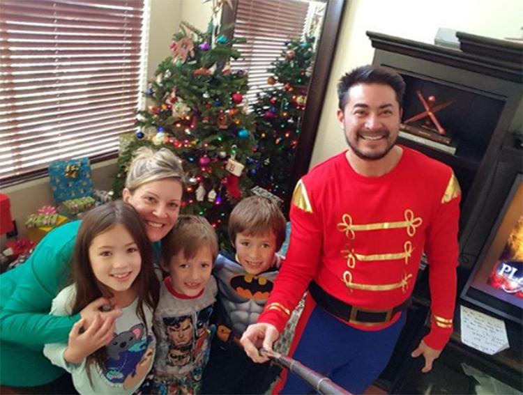 Beatie cùng vợ hai, Amber, và 3 con vào năm 2016. Ảnh: Instagram/Thomas Trace Beatie
