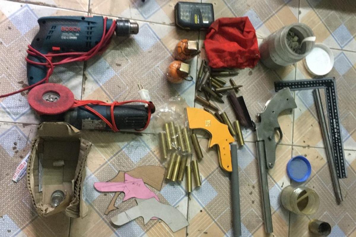 Linh kiện, thiết bị chế tạo súng, lựu đạn được Mạnh mua về chế tạo, lắp thành các sản phẩm thành phẩm đem bán. Ảnh: CANQ