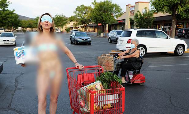 DaVida Sal lấy khẩu trang y tế làm bikini trong loạt ảnh đăng tải trên Facebook cá nhân. Ảnh: Facebook/DaVida Sal.