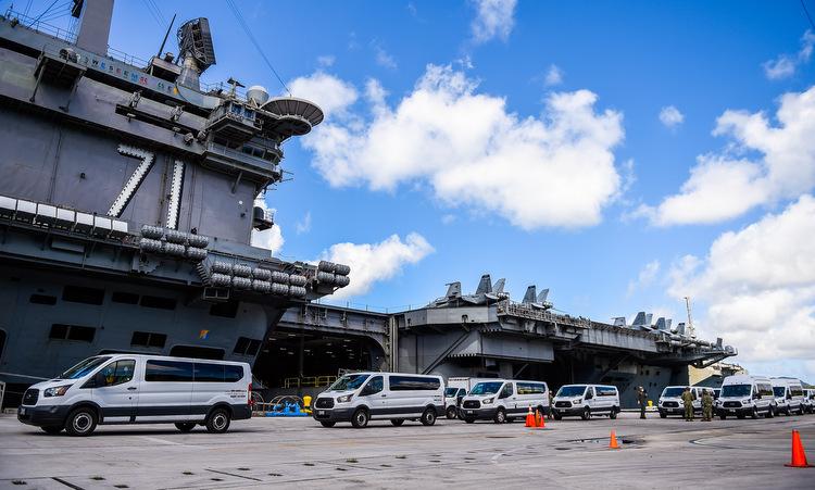 USS Theodore Roosevelt tại Guam sau khi Covid-19 bùng phát. Ảnh: US Navy.