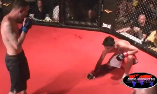 Trọng tài no đòn vì bị võ sĩ đánh nhầm - 2