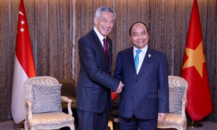 Thủ tướng Singapore Lý Hiển Long (trái) và Thủ tướng Việt Nam Nguyễn Xuân Phúc tại hội nghị thượng đỉnh ASEAN lần thứ 34 ở Bangkok, Thái Lan, tháng 6/2019. Ảnh: Facebook/ Lee Hsien Loong.