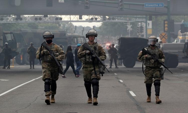 Vệ binh Quốc gia Mỹ thực hiện nhiệm vụ tại Minneapolis, bang Minnesota, hôm 29/5. Ảnh: Reuters.