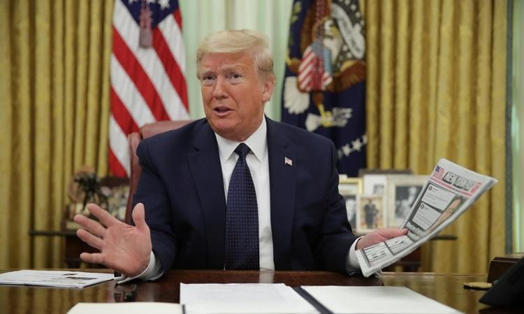 Tổng thống Mỹ Donald Trump tại buổi ký sắc lệnh về mạng xã hội ở Phòng Bầu dục, Nhà Trắng hôm 28/5. Ảnh:Reuters.