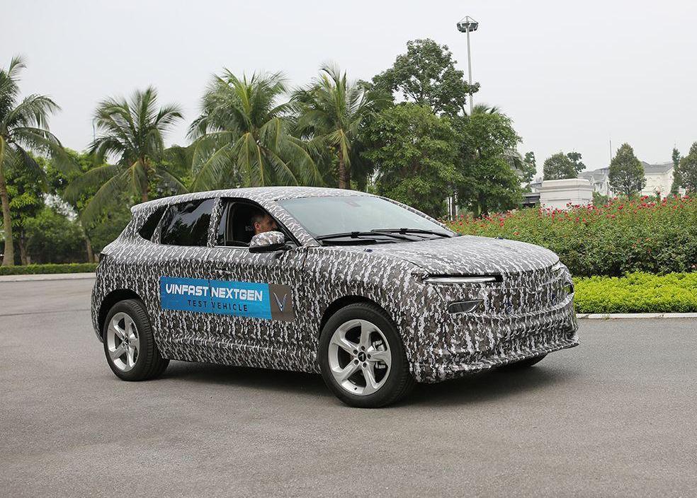 Xe điện của VinFast trên đường thử hôm 28/5 ở Hà Nội. Ảnh: VF