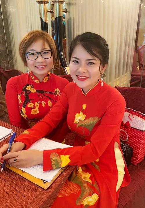 Chị Nguyễn Thị Thương (bên phải) chụp cùng bạn.Ảnh: Nhân vật cung cấp