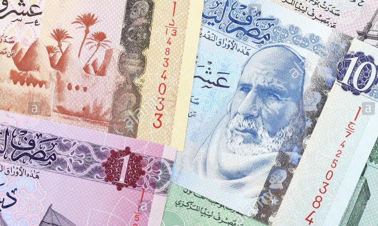 Các tờ tiền dinar đang được dùng tại Libya. Ảnh: AFP.