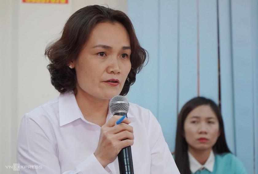 Bà Lê Hồng Hạnh, Thẩm phán chủ tọa phiên tòa phúc thẩm trả lời câu hỏi báo chí. Ảnh: Phước Tuấn.
